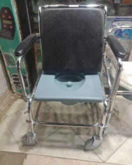كرسي متحرك مزود ب بوتي لكبار السن